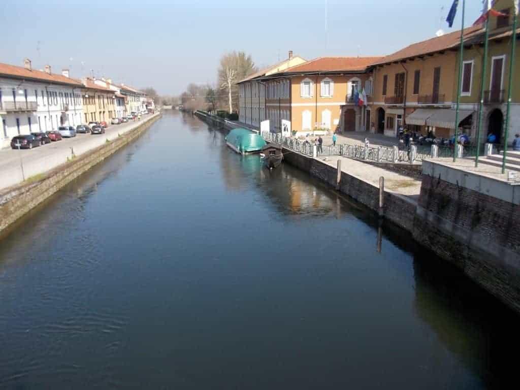 MILANO: WEEKEND IN BICICLETTA FUORIPORTA Lungo il naviglio fino ad Abbiategrasso