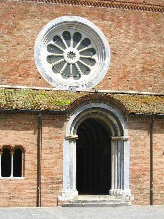 abbazia medioevale marche