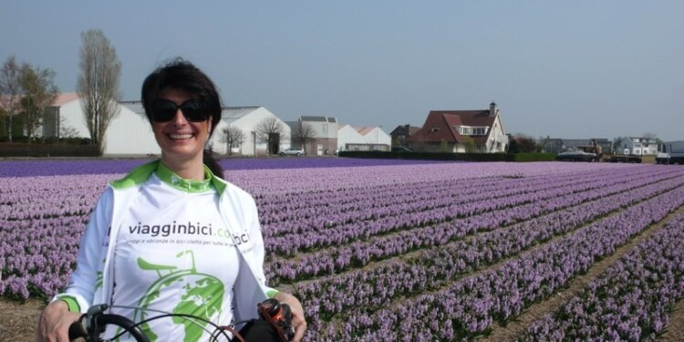 in bicicletta olanda fiori