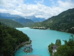 panoramica-dallalto-del-lago-di-barcis-in-valcellina-1024x768