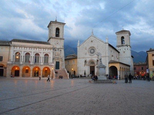 Duomo di Norcia all'imbrunire