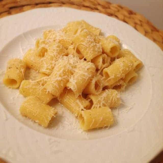 Cacio e pepe un piatto semplice e gustoso della cucina for Piatto della cucina povera