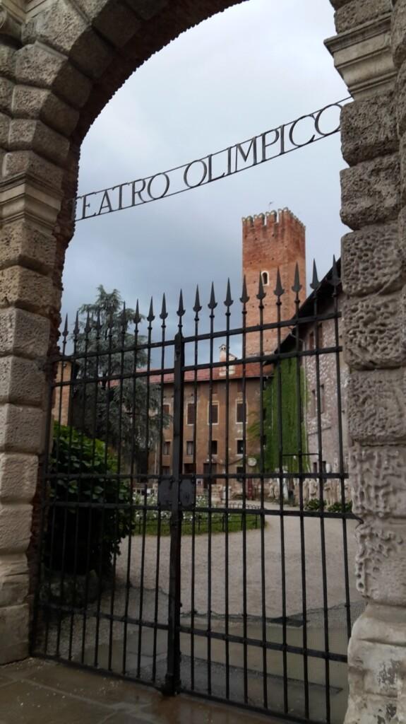 L'esterno del Teatro Olimpico, in piazza Matteotti