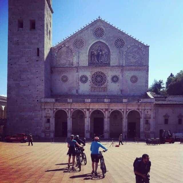 Turisti duomo di Spoleto