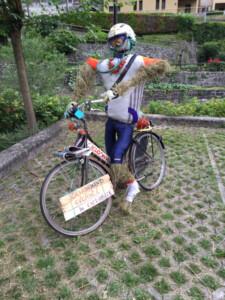 spaventapasseri-ciclista