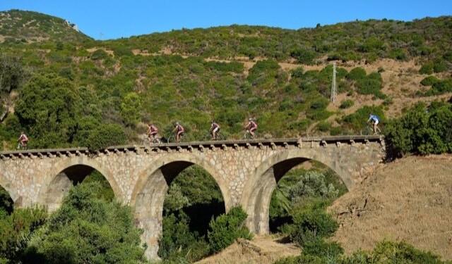 Lungo la galleria e il ponte della vecchia ferrovia delle Ferrovie Meridionali Sarde (Gonnesa), dismessa nel 1974 (Roberto Loi)