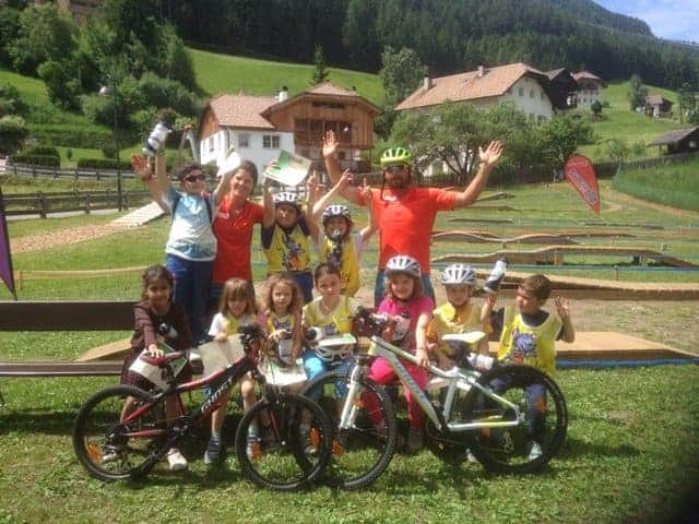 scuola per bambini di mountain bike