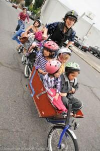 mamma bici tanti bambini