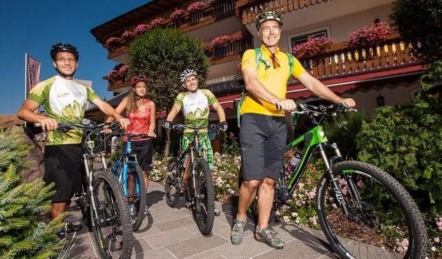 in bicicletta val d'ega