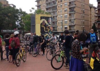 ciclisti alla scoperta dei murales - Tor Marancia (foto di Rebike Altermobility)