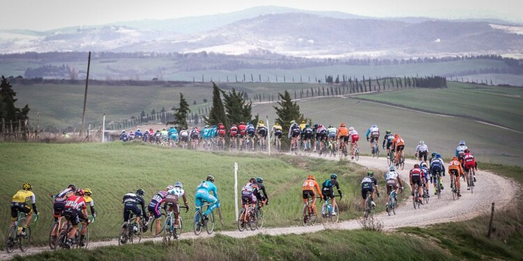 Pelotons ride during the 2016 Strade Bianche from Siena's Fortezza Medicea to Siena's Piazza del Campo, Italy, 5 March 2016. Strade Bianche is a 176km road race containing seven sectors of white gravel roads. ANSA/CLAUDIO PERI