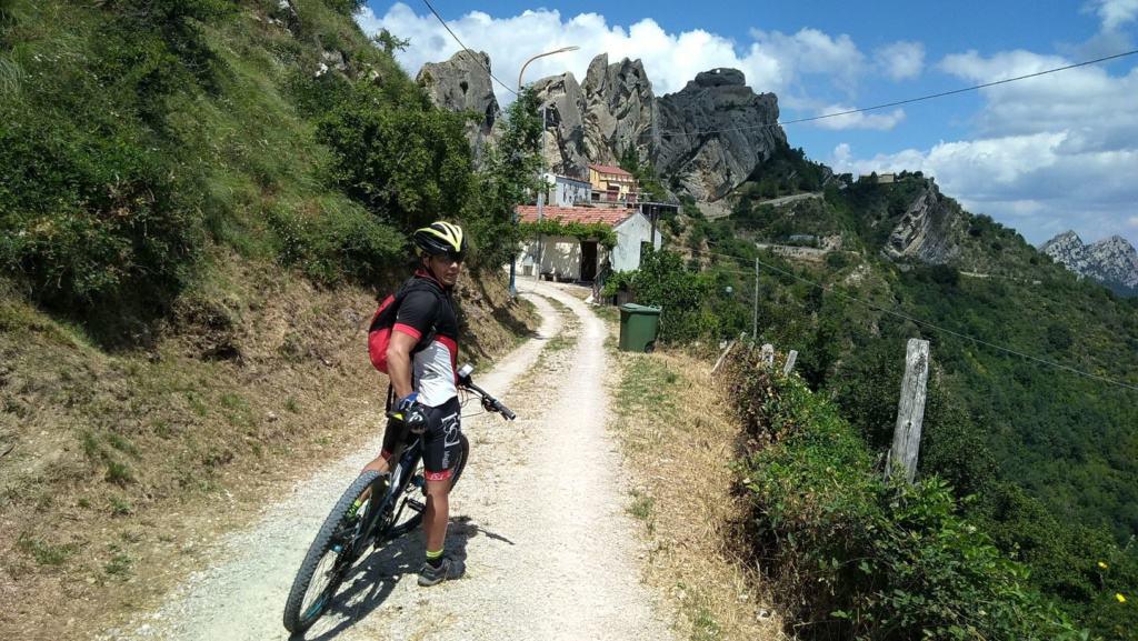 In bici verso Pietrapertosa
