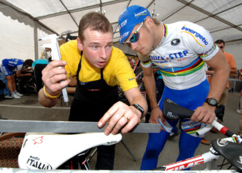 Cycling : Tour Qatar 2006 ROOSE Kurt ( Bel ) Mecanic Mekanieker Mechanicien / BOONEN Tom ( Bel ) Training Quick-Step InnergeticEquipe / Ploeg / QSI