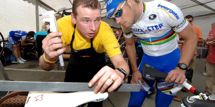 Cycling : Tour Qatar 2006 ROOSE Kurt ( Bel ) Mecanic Mekanieker Mechanicien / BOONEN Tom ( Bel )  Training Quick-Step Innergetic  Equipe / Ploeg / QSI